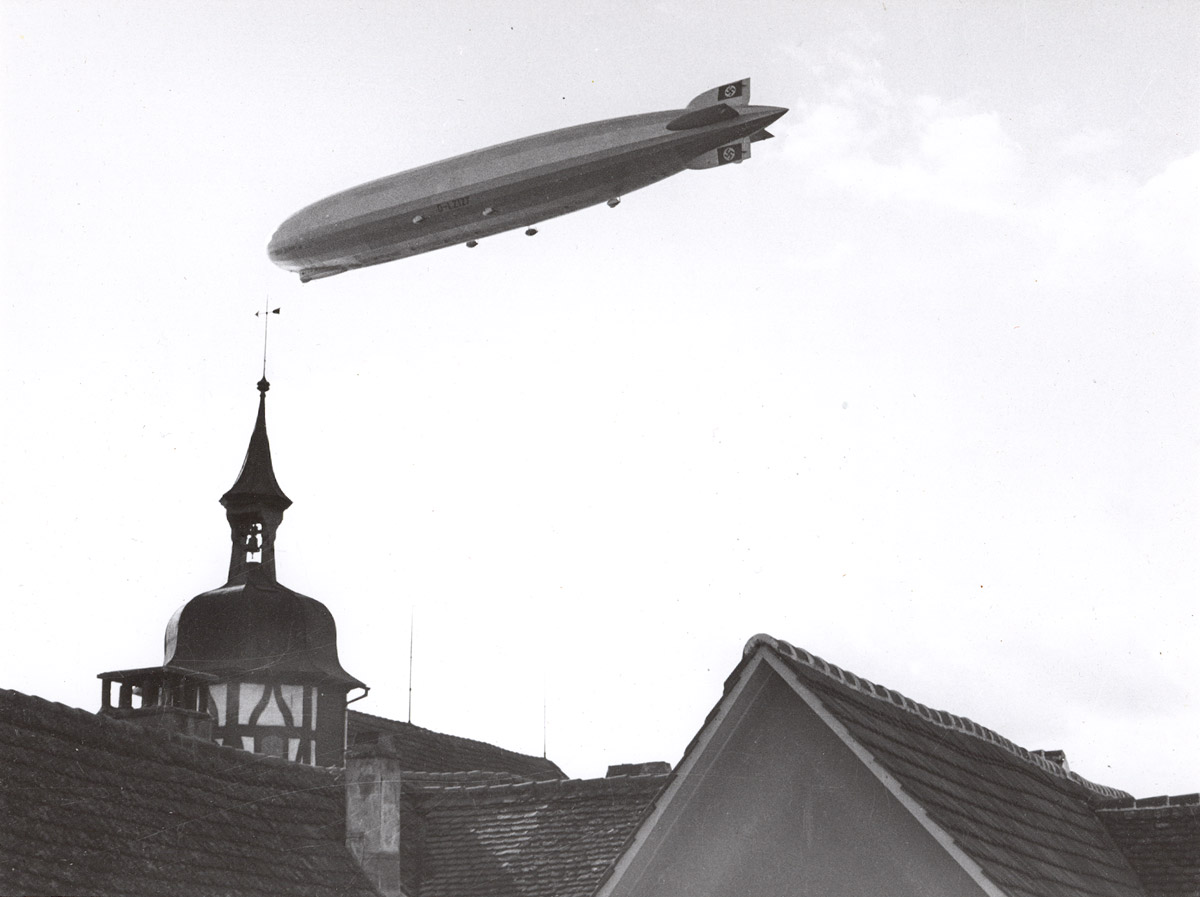 Hans Baumgartner, Zeppelin über Steckborn, April 1937.